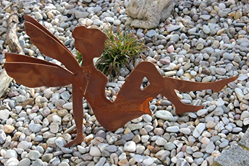 Saremo Fee/Elfe/Engel sitzend, aus Metall Edelrost mit doppelten Flügel, L 60 cm, H 40 cm